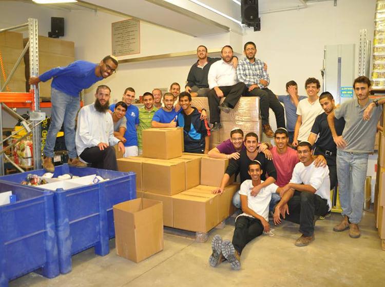 """גלריות: הרב לביא הי""""ד מתנדב ביד אליעזר, תלמידיו שבים ומתנדבים ב""""שבעה"""""""
